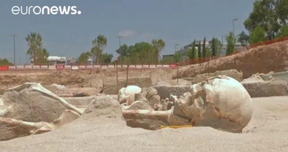 Encontrados esqueletos de vítimas de massacre na Grécia antiga  - 1