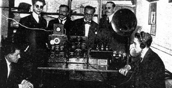 en-una-azotea-de-buenos-aires-nace-la-radio-comercial-600x310