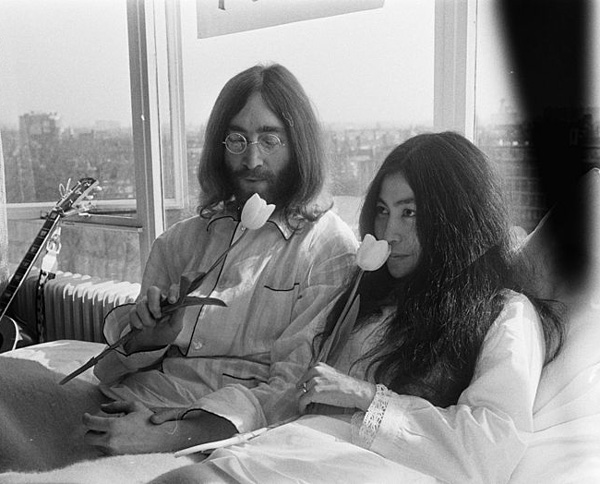 a history of the assassinaion of john lennon Mark david chapman, the man who killed john lennon, is serving  an earlier  version of this story incorrectly said john lennon died in 1981.