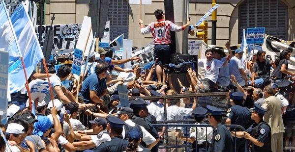rebelion-popular-y-cambio-de-gobierno-en-argentina-600x310